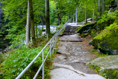 Ścieżka przyrodnicza przy wodospadzie Szklarki