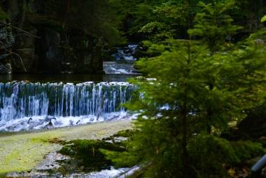 Potok Szklarka przy wodospadzie