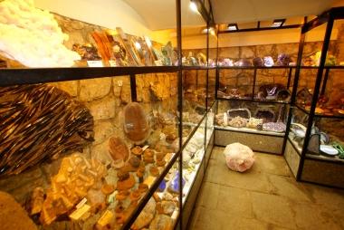 Kamienie i minerały w Muzeum Juna