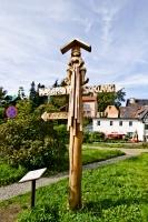 Drewniany drogowskaz w Szklarskiej orębie