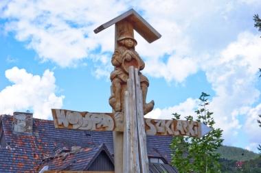 Drewniany drogowskaz