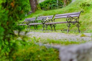3 ławki w parku