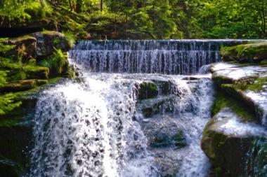 Słoneczny wodospad Szklarki