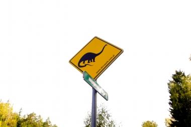 Znak parku dinozaurów
