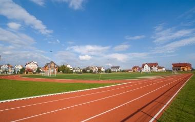 Stadion sportowy w Rewalu