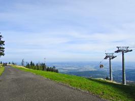 Droga na Stogu przy górnej stacji Ski&Sun