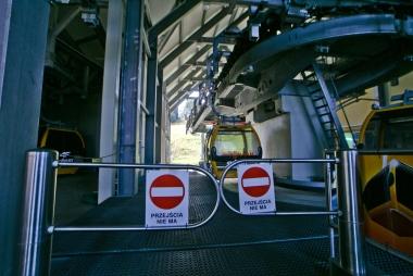 Wyjście z platformy dla wysiadających z wagoników