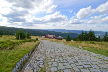 Górski brukowy szlak na Szrenicy