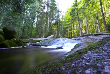 Gładki spływ wody