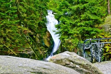 Spadzista woda potoku Szklarka