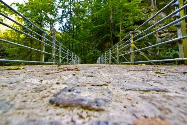 Most przez potok górski