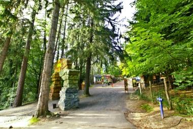 Wjazd główny do Dinoparku