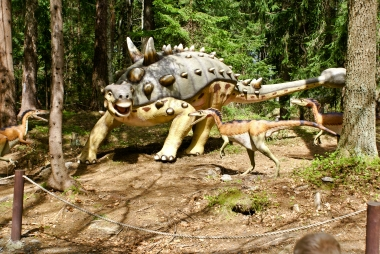 Atak na dinozaura